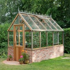 Greenhouse Plans 702491241865245693 - Eton Dwarf Wall Victorian by Alton – Berkshire Garden Buildings This dwarf wall version of the wide Alton Cedar Victorian greenhouse sits on a high brick wall for a true Victorian look and feel. Diy Greenhouse Plans, Backyard Greenhouse, Small Greenhouse, Indoor Garden, Outdoor Gardens, Brick Wall Gardens, Brick Garden, Victorian Greenhouses, Victorian Gardens