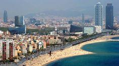 praia barceloneta, em barcelona, na espanha