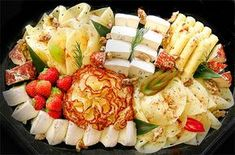 The expectations of every cheese connoisseur meet delicious moments of indulgence of the tradi . Finger Food Appetizers, Finger Foods, Appetizer Recipes, Vegan Snacks, Yummy Snacks, Yummy Food, Meat Fruit, Cheese Platters, Food Platters