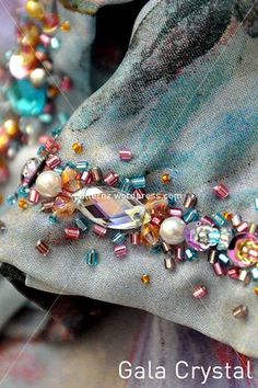 Bead Embroidery Patterns, Embroidery On Clothes, Couture Embroidery, Embroidery Fashion, Embroidery Jewelry, Hand Embroidery Designs, Beaded Embroidery, Fashion Details, Diy Fashion
