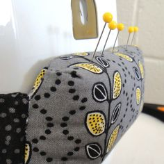 sewing machine pin cushion tutorial via the Gilded Hare