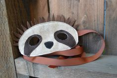 Dress as you favorite animal with this slot mask! Felt sloth mask with a ribbon tie.    Material: eco-poly felt    If you would like custom