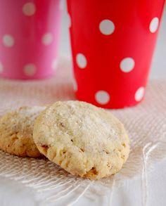 Butter pecan cookies / Amanteigados de pecã by Patricia Scarpin, via Flickr