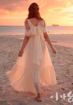 Beautiful for a beach wedding dress. Wedding Bridesmaids, Wedding Dresses, Wedding Flowers, Boho, Bohemian Soul, Beautiful Dresses, Romantic Dresses, Romantic Clothing, Beautiful Sky