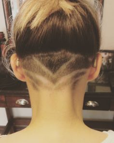 love that this undercut shows off her hearing aids!