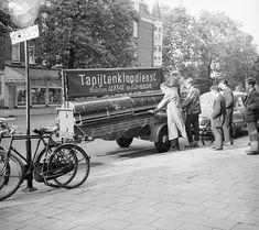 Eerste rijdende tapijtklopmachine in Amsterdam / The first carpet beating machine on wheels in Amsterdam