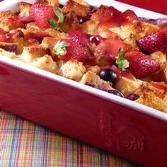 Strawberry cream cheese french toast casserole Bread cubes, strawberries, and cream cheese are baked into a sweet French toast casserole topped with homemade strawberry sauce, for an easy make-ahead weekend brunch. What's For Breakfast, Breakfast Dishes, Breakfast Recipes, Brunch Recipes, Brunch Foods, Mexican Breakfast, Breakfast Tacos, Waffle Recipes, Easter Recipes
