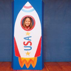 rocket ship photo op for space party w/ tutorial Plane Crafts, Vbs Crafts, Classroom Crafts, Classroom Themes, Classroom Activities, Preschool Ideas, Outer Space Party, Outer Space Theme, Vacation Bible School 2017