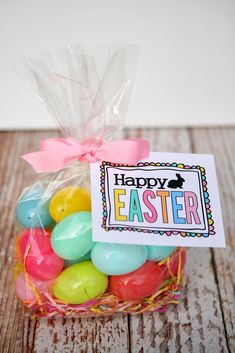 Easter Gift Ideas with free printable tag. Love this free printable Easter tag idea. Great for Easter baskets too! Hoppy Easter, Easter Bunny, Easter Eggs, Easter Party, Easter Gift, Holiday Crafts, Holiday Fun, Free Printables, Easter Treats