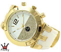 Γυναικείο ρολόι, με κάσα σε χρυσό  με ιδαίτερο εσωτερικό καντράν, στολισμένο με πολλά στρας.  Λουράκι σε λευκό χρώμα από σιλικόνη. Διάμετρος καντράν 48 mm