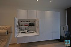 leuk idee Family Office, Small Office, Home Office, Built In Furniture, Custom Made Furniture, Hidden Desk, Living Room Storage, Home Living Room, Diy Home Interior