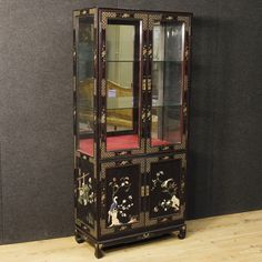 French display cabinet of the 20th century. Chinoiserie furniture in lacquered and painted wood decorated with embellished ornaments.