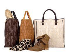 Fabulous Carolina Herrera handbags and shoes Carolina Herrera Handbags, Ch Carolina Herrera, Belt Purse, Purse Wallet, Cheap Handbags, Purses And Handbags, Louis Vuitton Damier, Reusable Tote Bags, My Style
