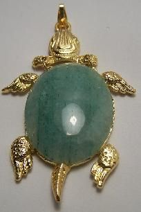 This is a (new) gold plated Vintage turtle pendant. Set with a large (30X40) Aventurine cabo.