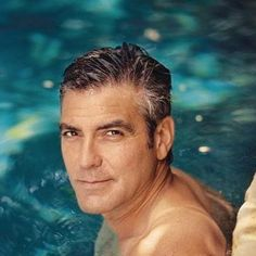 George Clooney has been around Hollywood for more years than I care to remember. His dashing looks and on screen persona has warmed the hearts of many George Clooney, Gorgeous Men, Beautiful People, Kentucky, Emmanuelle Béart, Hot Guys, Hot Men, Actrices Sexy, Photo Portrait