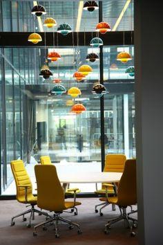 In 2008 betrok Microsoft haar nieuwe hoofdkantoor op Schiphol. Inmiddels geldt de inrichting als een schoolvoorbeeld voor het Nieuwe Werken. De medewerkers beschikken over zogenaamde aanlandplekken. Deze zijn gesitueerd in lounges, tuinhuisjes of silence rooms. In het ontwerp van Sevil Peach is divers meubilair - afkomstig van maar liefst 22 topmerken ! - door FacilitylinQ geplaatst.