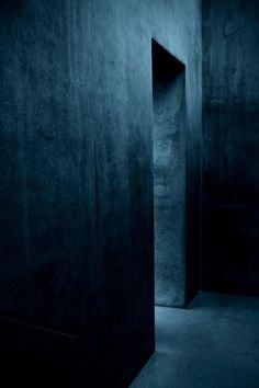 Indigo room Photo by Jesus Marina Barba Azul Indigo, Bleu Indigo, Pantone, Behind Blue Eyes, Prussian Blue, Tadelakt, Colour Board, Blue Walls, Dark Walls