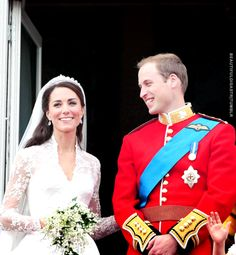 William 👑 Kate - You can see William really loves her Royal Wedding 2011, Royal Weddings, Kate Middleton Wedding, Kate Middleton Style, Princess Katherine, Princess Mary, Duchess Kate, Duke And Duchess, Kate Wedding Dress
