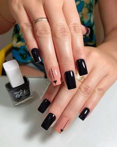 Chic black manicure with hearts - Pat Tutorial and Ideas Simple Nail Art Designs, Beautiful Nail Designs, Cute Nails, Pretty Nails, Hair And Nails, My Nails, Diva Nails, Black Manicure, Peach Nails