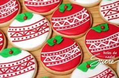The video consists of 23 Christmas craft ideas. Sugar Cookie Royal Icing, Iced Sugar Cookies, Christmas Sugar Cookies, Christmas Cupcakes, Holiday Cookies, Christmas Desserts, Cupcake Cookies, Christmas Treats, Christmas Brunch