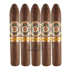 The Coyol offers an interesting lineup of flavors including hints of caramel, coffee, fruity sweetness, cinnamon, spice, cedar, leather, and an exotic earthiness. #alecbradley #coyol #belicoso #cinnamon