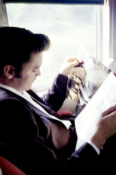 On the Southern Railroad Local, a half hour from his home in Memphis. Elvis is engrossed in an article. Memphis, July 4, 1956. © Alfred Wertheimer