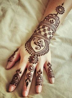Bridal henna back arabic mehndi 69 ideas for 2019 Henna Hand Designs, Eid Mehndi Designs, Henna Designs For Kids, Beautiful Henna Designs, Latest Mehndi Designs, Simple Mehndi Designs, Henna Tattoo Designs, Mehndi Images, Tattoo Ideas