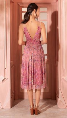 Vestido Midi Formosa Rosa | Antix Dance Outfits, Skirt Outfits, Casual Dresses, Fashion Dresses, Summer Dresses, Pretty Dresses, Beautiful Dresses, Pink Midi Dress, Dress Sewing Patterns