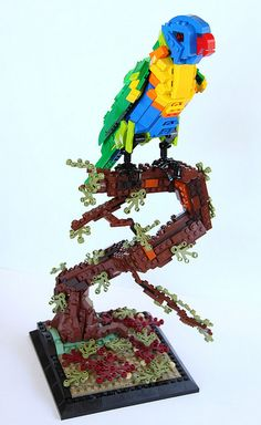 Rainbow Lorikeet — BrickNerd - Your place for all things LEGO and the LEGO fan community Legos, Harry Potter Games, Lego Sculptures, Lego Boards, Lego Moc, Lego Duplo, Lego Figures, Cool Lego Creations, Lego Design