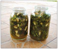 Nazbierałam masę pokrzywy, surowca na herbatę jeszcze dozbieram więc, co z górą ziela? Oczywiście ocet :) Jeszcze tylko jakie działanie ma...
