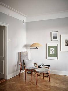 Gris perla en las paredes y madera en el suelo Paredes grises decoracion Salones grises Pintura interior gris