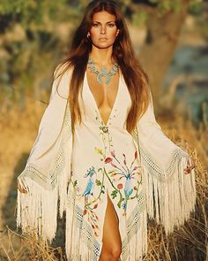 Ракель Уэлч — популярная американская актриса, одна из самых желанных женщин 1970-х.    #девушки #сша #кино #актриса #фильм #модель