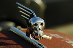 Smoking skull hood ornament