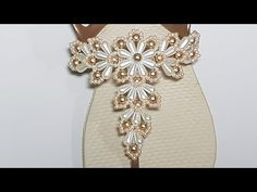 Diy Crafts For Adults, Diy And Crafts, Decorating Flip Flops, Beach Feet, Huaraches, Brooch, Make It Yourself, Beads, Crochet