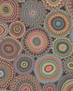 Pointillisme dentelle en ronds concentriques.