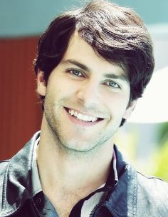 David Giuntoli -- I don't tend to have celebrity crushes, but this guy is just so incredibly attractive, hehe. If he's a shit in rl I really just don't wanna know. :P