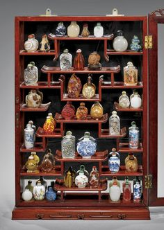SNUFF BOTTLE COLLECTION IN DISPLAY CASE : Lot 453