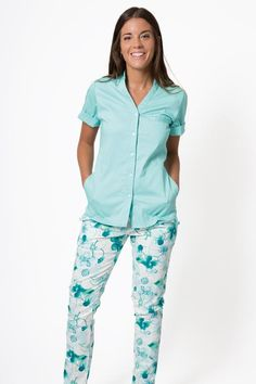 Scrubs Uniform, Work Attire, Medical, Spandex, Casual, How To Wear, T Shirt, Outfits, Clothes