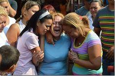 """Madre de estudiante asesinado: """"Mi hijo ni era malandro ni estaba en las guarimbas"""" - http://www.leanoticias.com/2014/03/13/madre-de-estudiante-asesinado-mi-hijo-ni-era-malandro-ni-estaba-en-las-guarimbas/"""