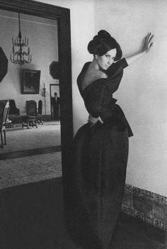 Photo by Henry Clarke, 1965.www.fashion.net