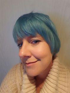 Blått hår. Nyfarga. Juni 2015.