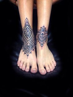 Absolutely stunning tattoos by Saskia Chowles, I would love to have a tattoo done by her one day!