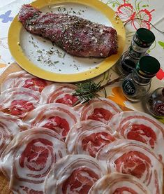 Filetto di maiale con pancetta - Le Ricette di Anna Maria Pork fillet with bacon is a second dish suitable for a dinner with friends, or for a Party F Beef Skillet Recipe, Skillet Meals, Skillet Recipes, Meat Recipes, Cooking Recipes, Pork Fillet, Party Finger Foods, Dinner With Friends, Bacon