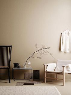minimalist home design Beige Tan Living Room With Black Accents Earth Tone Decor, Beige Room, Beige Walls Bedroom, Warm Bedroom Colors, Interior Styling, Interior Design, Interior Wall Colors, Interior Minimalista, Furniture Upholstery