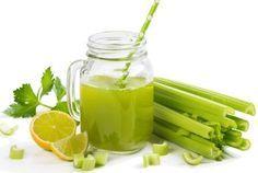Zhubněte okamžitě celých 10 kilo! Jak? Jen za pomocí receptu, který kombinuje pouhé dvě složky! Tento tip vám ulehčí zejména po těžkém jídle, tak hurá do kuchyně! Potřebujete se zbavit ošklivých pneumatik? Pak si připravte 400 gramů celeru a 1 kg citronů. Nakrájený celer hoďte do 2 litrů vody, přidejte nasekanou kůru z citronů a … Dieta Detox, Alkaline Diet, Atkins Diet, Thing 1, Celery, Body Care, Make It Simple, Smoothies, Healthy Lifestyle