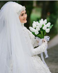 Tesettur gelin Hijab Makeup, Muslim Brides, Wedding Hijab, Girls Dp, Mode Hijab, Wedding Photoshoot, Wedding Make Up, Bride Groom, Bridal Hair