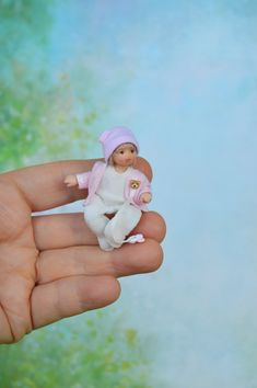 Miniature doll baby made of polymer clay for doll house in People for doll houses Polymer Clay Dolls, Polymer Clay Miniatures, Dollhouse Toys, Dollhouse Miniatures, Strollers For Dolls, Pretty Flower Girl Dresses, Sand Play, Clay Baby, Tiny Dolls
