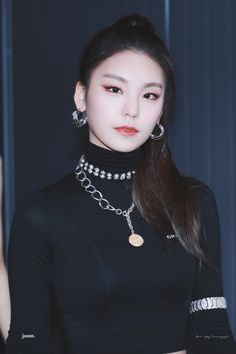 Image in itzy collection by (◕‿◕✿) on We Heart It Kpop Girl Groups, Korean Girl Groups, Kpop Girls, Jeonju, Brown Eyed Girls, Pretty Asian, Kpop Outfits, Ulzzang Girl, Taylor Swift
