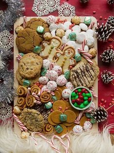 Wondering how to WOW guests for the holidays? Here are tips & recipes for the BEST Holiday Cookie Board! This dessert can feed any sized crowd. Best Holiday Cookies, Holiday Desserts, Holiday Recipes, Holiday Ideas, Christmas Sweets, Christmas Cooking, Christmas 2019, Charcuterie Recipes, Charcuterie Board