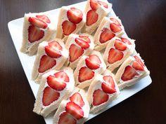 100レポ達成♡おもてなし莓サンドイッチの画像